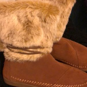Toms moccasin boots